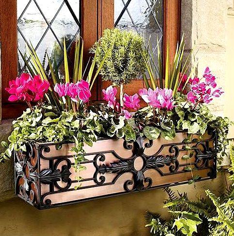 Подставки для цветов под окнами своими руками